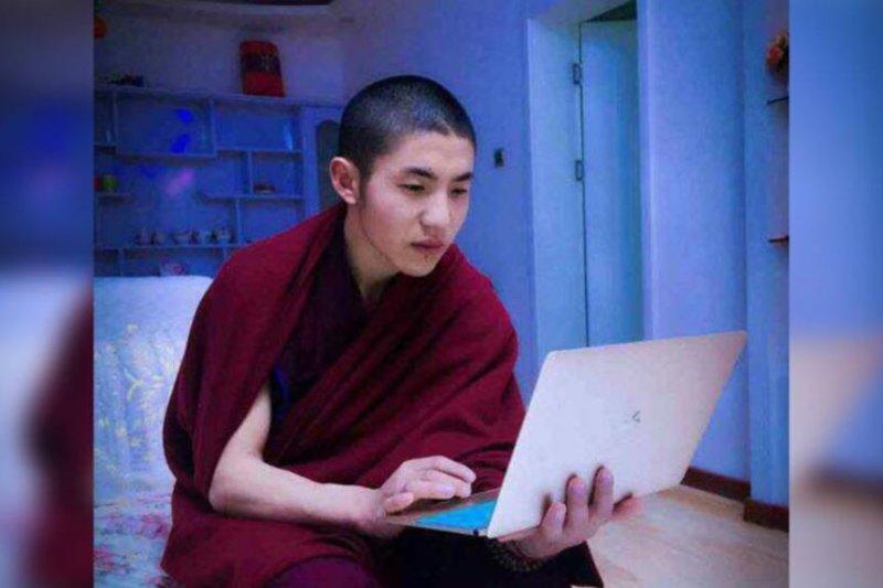 自焚的22歲西藏僧人嘉央洛色(美國之音)