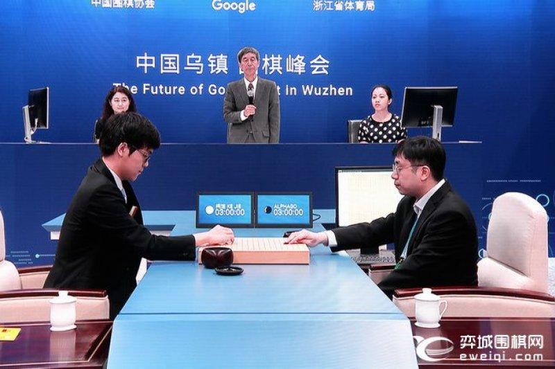 柯潔與AlphaGo對戰。