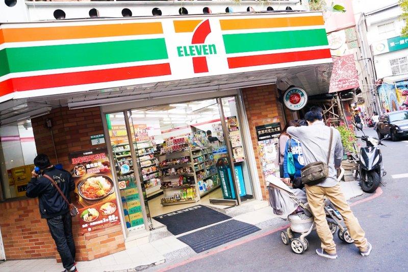 比較兩地的便利商店,能夠最直觀地感受到的不同之處,便是走進店裡時聞到的氣味...(圖/Antonio Tajuelo@flickr)