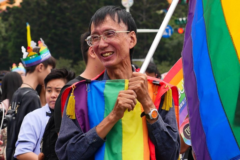 台灣同志運動先鋒祈家威發起同性婚姻釋憲案,圖為2016年參與同志遊行的祁家威。(KOKUYO@wikipedia/CCBYSA4.0)