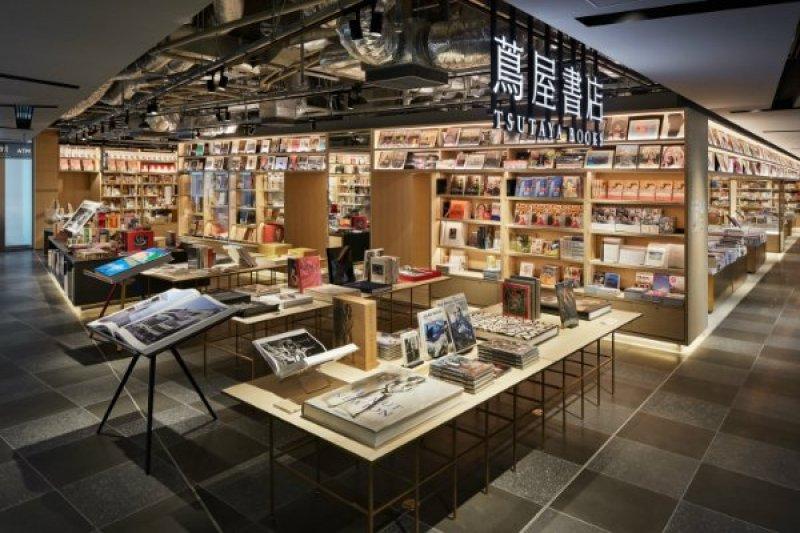 除了書籍的選擇緊扣日本文化主題,現場從傳統的物品到現代的道具,獨家販售許多一時之選日本工藝品。(圖/蔦屋書店,MOT TIMES明日誌提供)