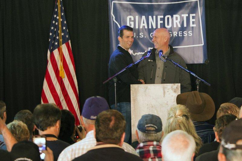共和黨籍蒙大拿州聯邦眾議員候選人吉安佛特(右)與美國總統川普的大兒子小唐納(AP)