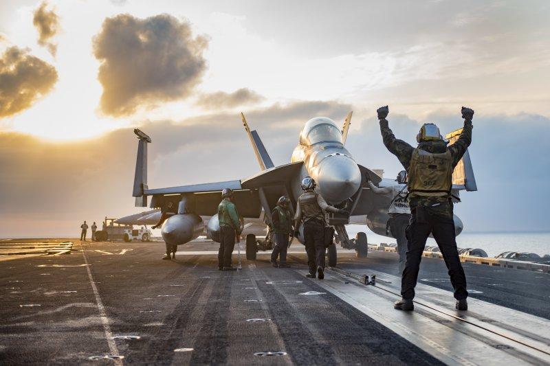 正在西太平洋巡弋的卡爾文森號航空母艦。(美國海軍)