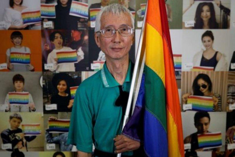 祁家威自我介紹:「我生日是1958年8月2日,血型A,身高178公分,體重47公斤。」(BBC中文網)