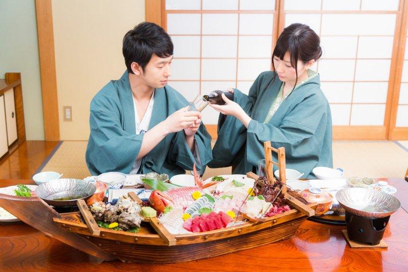 你真的懂禮儀嗎?這篇由禮儀專家陳弘美老師告訴大家常見的NG動作。(圖/pakutaso)