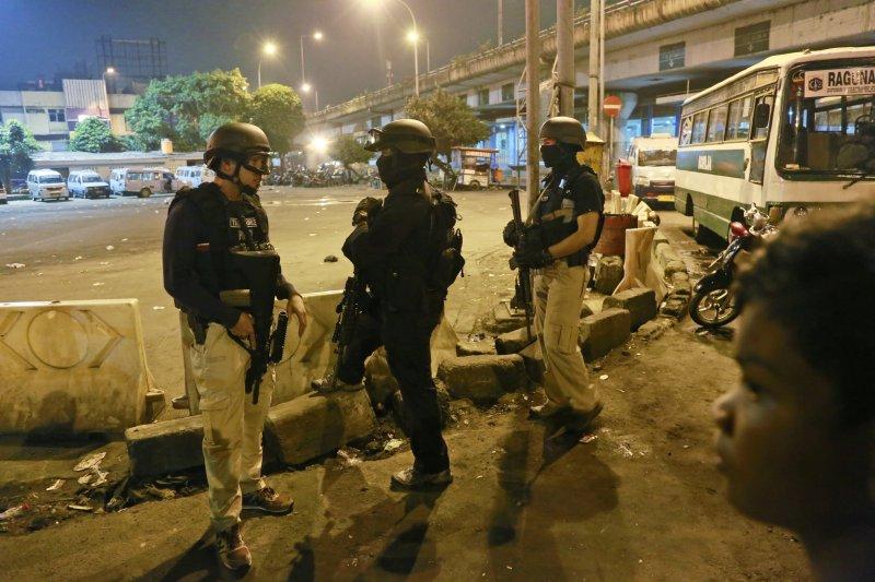 今(13)日台灣與印尼警方聯手破獲印尼史上最大的安非他命走私案,販毒的4名台嫌裡,其中1名遭擊斃,2人遭逮捕,1人仍在逃亡中。(資料照,美聯社)