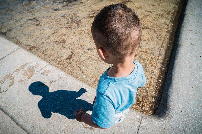 我們的防狼手冊,教導孩子們自我保護,是否反而助長強暴文化?(圖/qimono@pixabay)