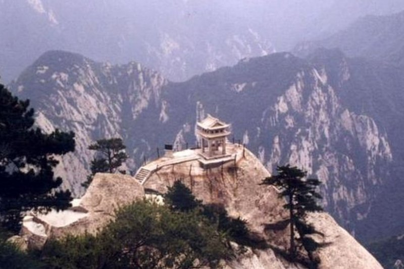 中國現在面臨一座債務大山。(BBC中文網)