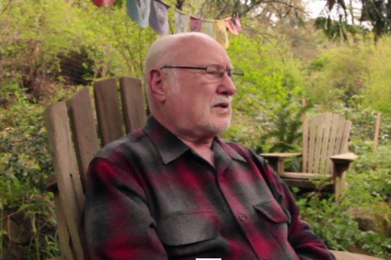 謝爾德斯年輕的樣子。(截圖自vimeo)