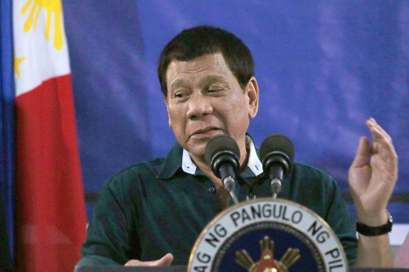 菲律賓總統視察第2機械化步兵旅。(美聯社)