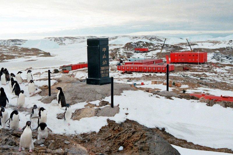 1989年2月26日,中國南極中山站在拉斯曼丘陵落成。(新華社)