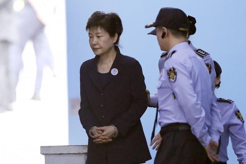 南韓前總統朴槿惠先前出庭的資料照。(美聯社)