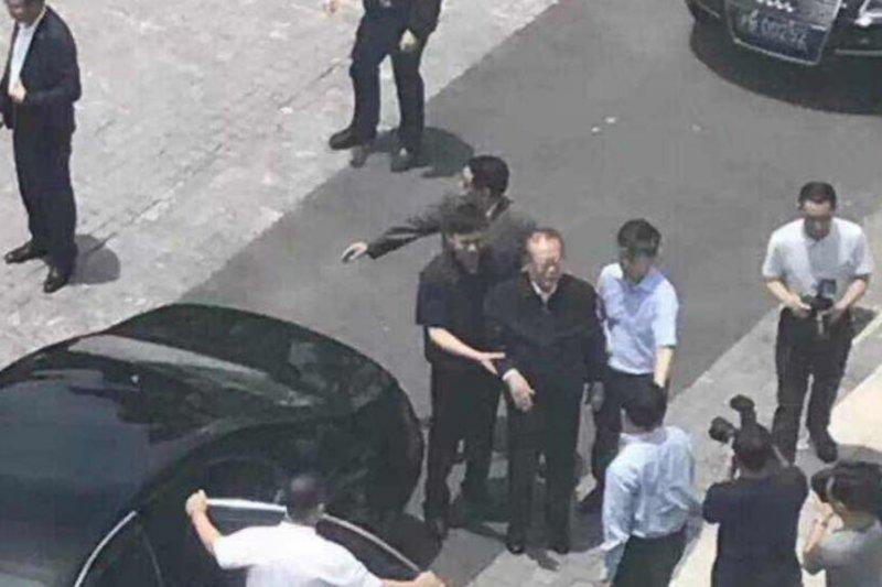 中國網路傳出照片,據稱中共前總書記江澤民到訪上海科技大學(美國之音)