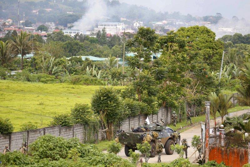 菲律賓南部的馬拉威市陷入戰火。(美聯社)