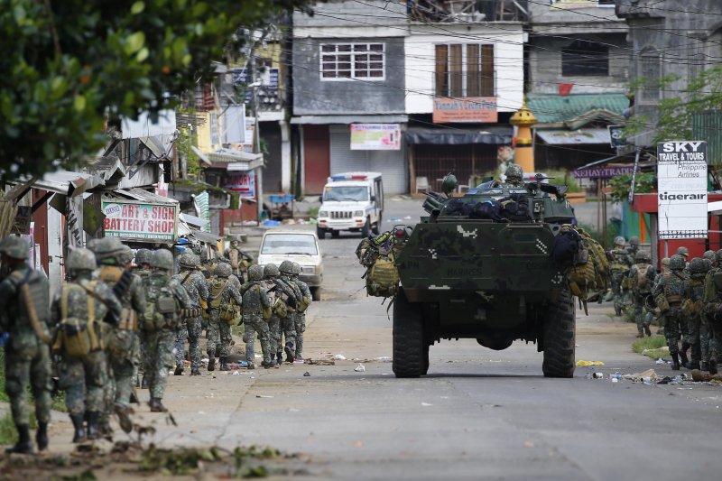 菲律賓政府軍在馬拉威與南部武裝組織交火近1個月(美聯社)