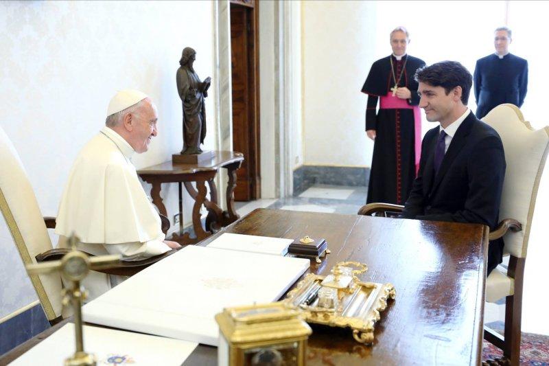 天主教教宗方濟各與加拿大總理杜魯道。(杜魯道臉書)