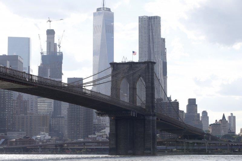 美國紐約市布魯克林大橋啟用6天,就因不實謠言引發慌亂,造成12死悲劇(AP)