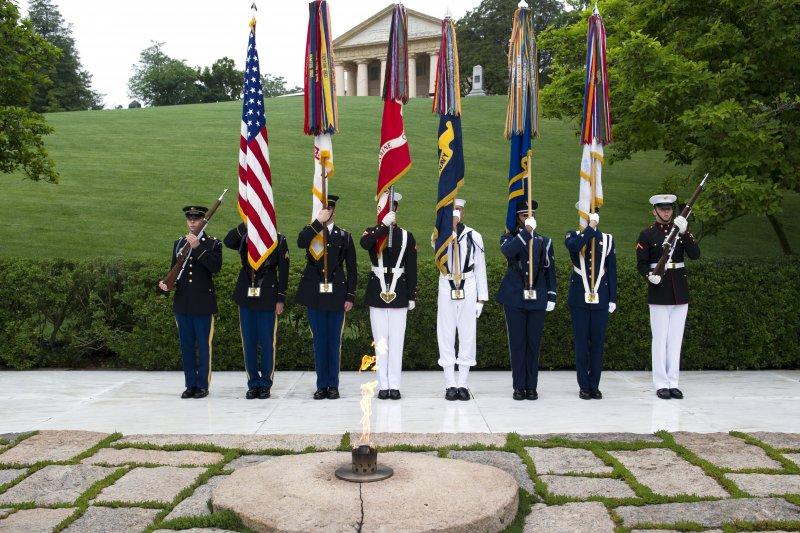 美軍29日在阿靈頓國家公墓舉行甘迺迪百歲冥誕紀念儀式。(AP)