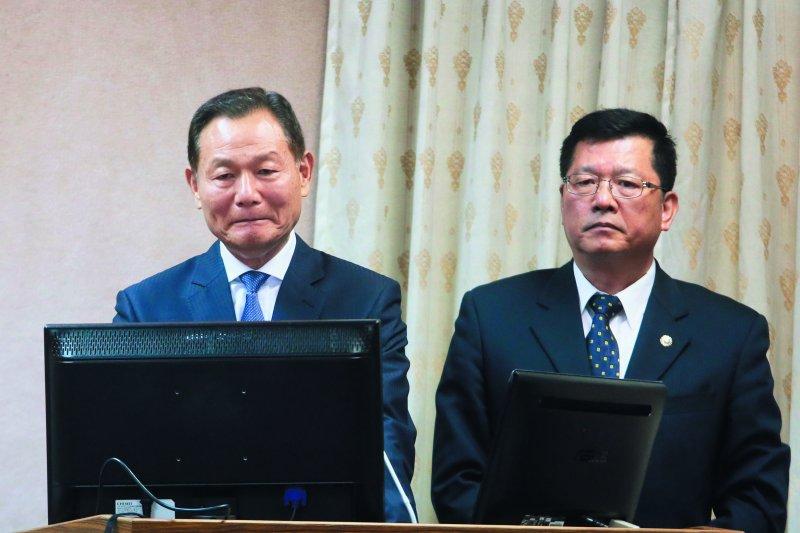 李翔宙(左)因年改成為退輔會史上被榮民罵最慘的主委。(柯承惠攝)
