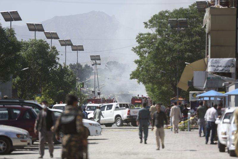 阿富汗首都喀布爾31日上午發生爆炸,造成至少80死300傷。(美聯社)