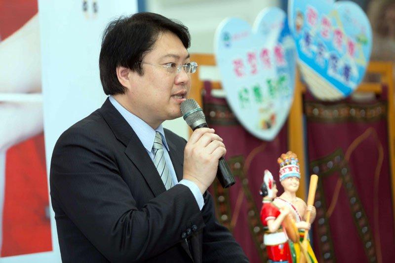 市長林右昌接受媒體訪問,強調會加倍努力。(資料照)
