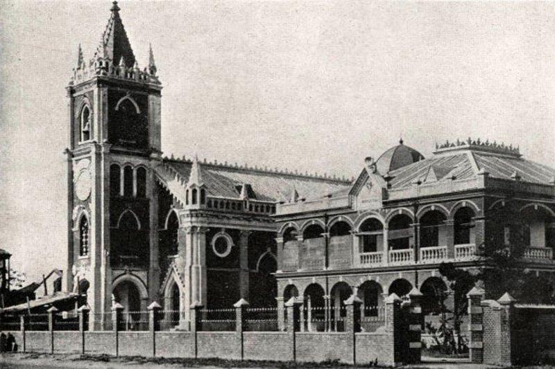 蓬萊町天主堂(今雙連聖母無原罪主教座堂)原為城內民眾避難所,仍被空襲中被炸毀。 (wikipedia/public domain)