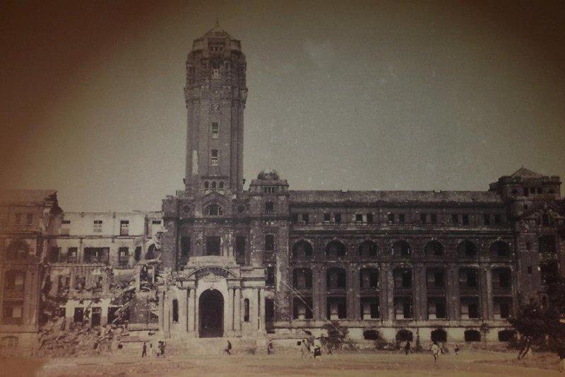 二戰時被轟炸過的台灣總督府。(wikipedia/C.C BY-SA 3.0)