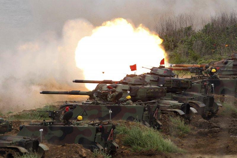 最新民調指出,若中共武力犯台,對國軍有效防衛台灣有信心的民眾只有27.1%,沒信心的高達65.4%。圖為2017年國軍漢光33號演習實兵操演。(資料照,美聯社)