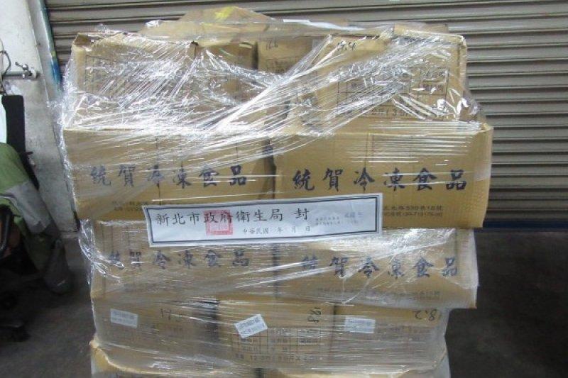 新北市衛生局在查獲改期肉品之後,隨即將上萬公斤的商品封存,並移請新北地檢署偵辦。(新北市衛生局提供)