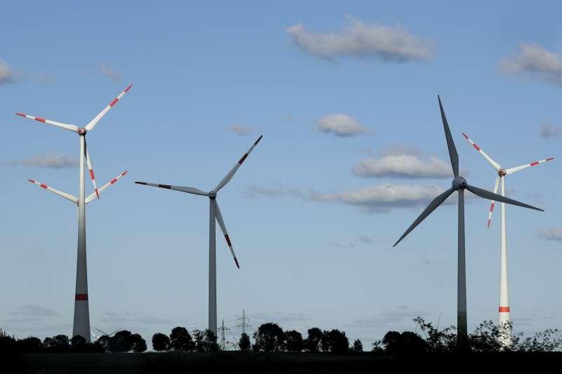 法國綠能先驅歐風能源(EOLFI)力推浮台式離岸風電機組,圖為風電機組(資料照,AP)