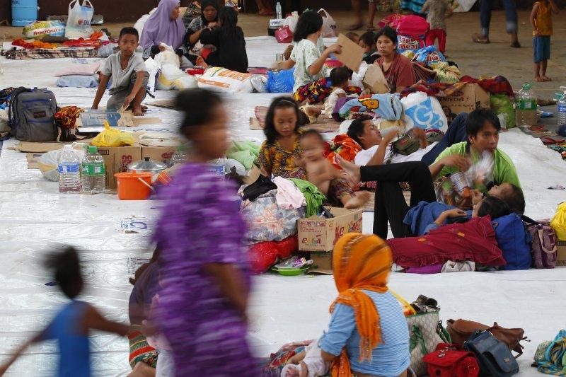 菲國政府軍正在南部的馬拉威與恐怖組織交火,數以萬計的當地居民無家可歸。(美聯社)