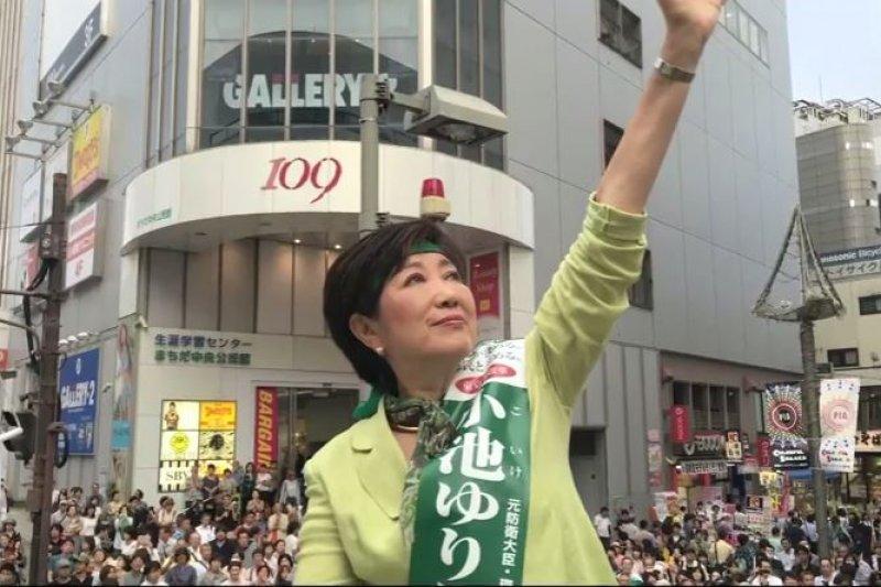 日本政壇活躍女性代表之一的小池百合子。(翻攝影片)
