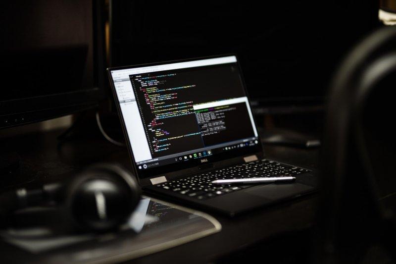 若要以寫程式為目標,最好有以年為單位投資自己的覺悟。(圖/Yamasha@pakutaso)