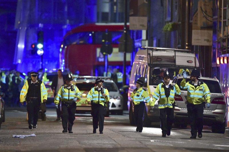 英國首都倫敦3日再度發生恐怖攻擊,造成多人死傷,警方4日全面戒備。(AP)