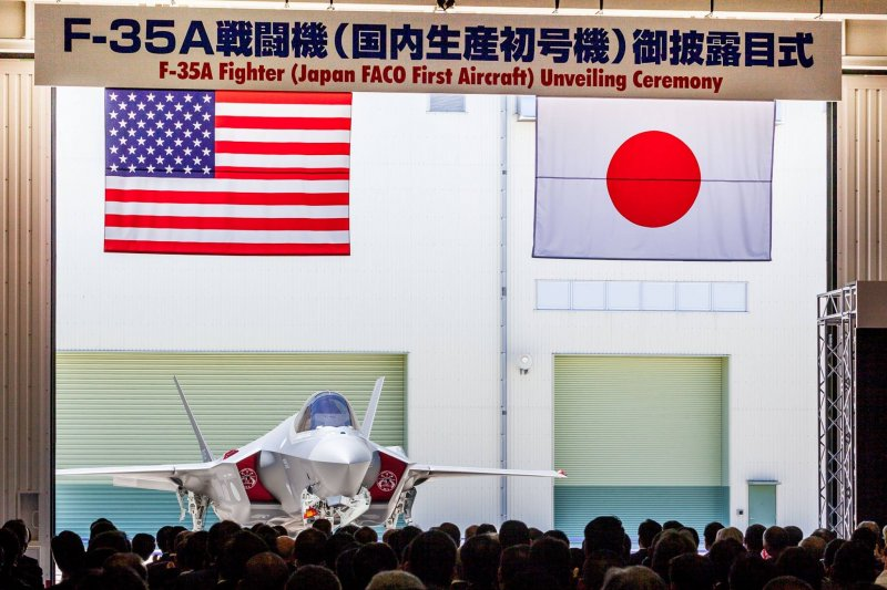 日本參與組裝的F-35A初號機。(駐日美軍司令部)