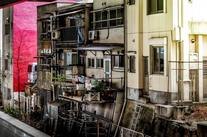 在美國貧民窟裡,「被驅離」是每天都在上演的情景。(示意圖/m-louis .®@flickr)