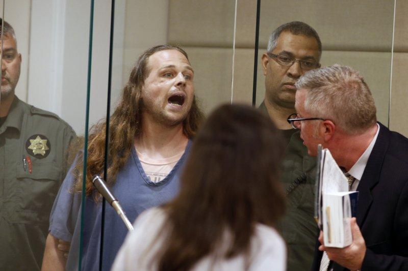 波特蘭火車殺人案,兇手克里斯蒂安(Jeremy Christian)出庭時還對法庭咆哮。(美聯社)
