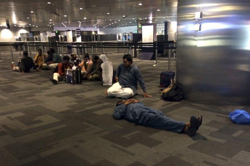 中東四國宣布封鎖與卡達相鄰的陸海空邊境,航班大亂,許多班機取消。(美聯社)