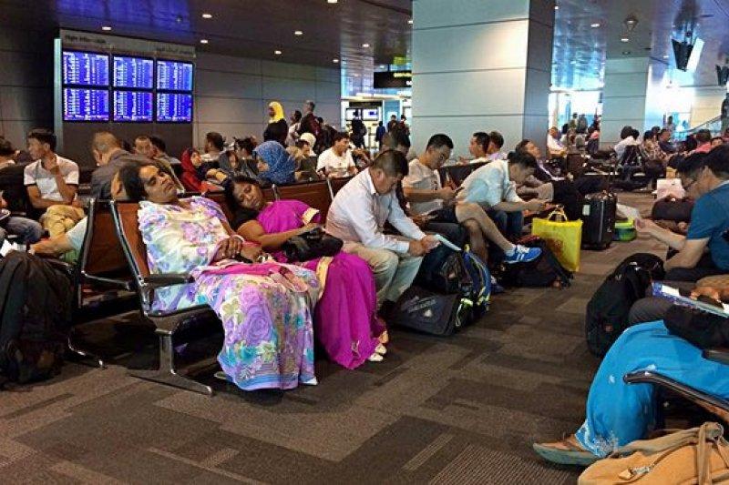 卡達爆發斷交危機,國際航班大亂,許多班機臨時取消,旅客受困卡達首都多哈的哈馬德國際機場(AP)