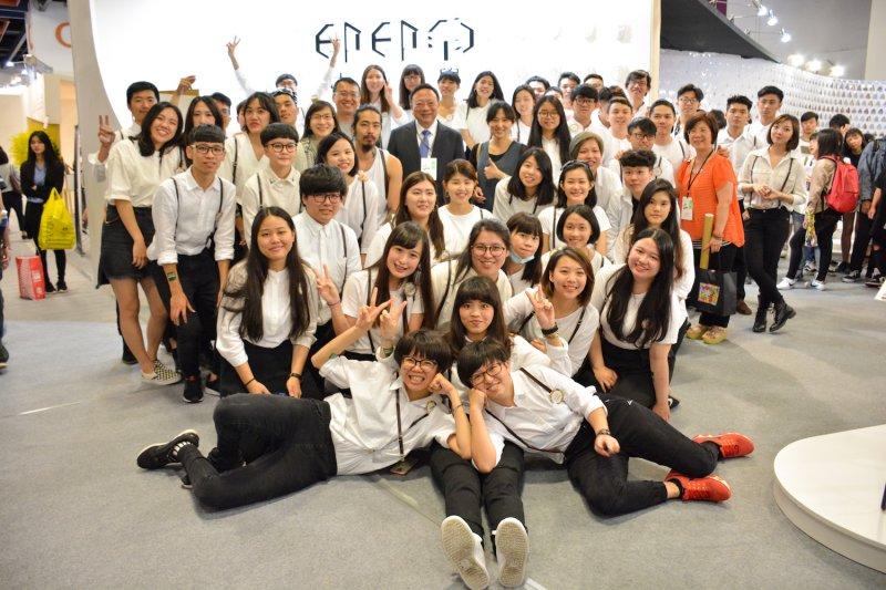 中華大學工業產品設計學系參加「2017第36屆新一代設計展」,校內設計新秀精銳盡出,參賽作品展現充沛的創意能量及創新的設計主張。(圖/中華大學提供)
