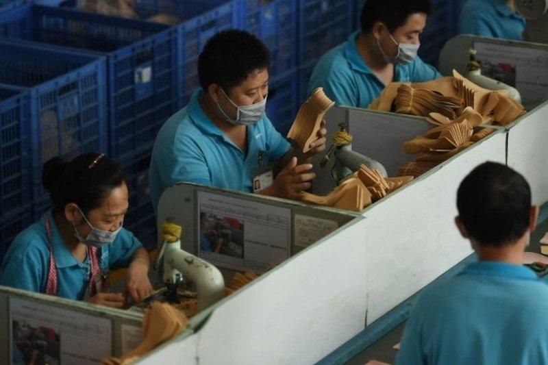 三名活動人士據報當時正臥底調查中國代工廠的勞工權益問題(東莞華堅代工廠資料照片)。(BBC中文網)