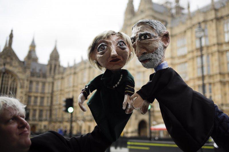 英國國會下議院選舉8日投票,出口民調顯示保守黨可能痛失絕對多數,英國將出現沒有任何一個政黨過半的「懸峙國會」。(AP)