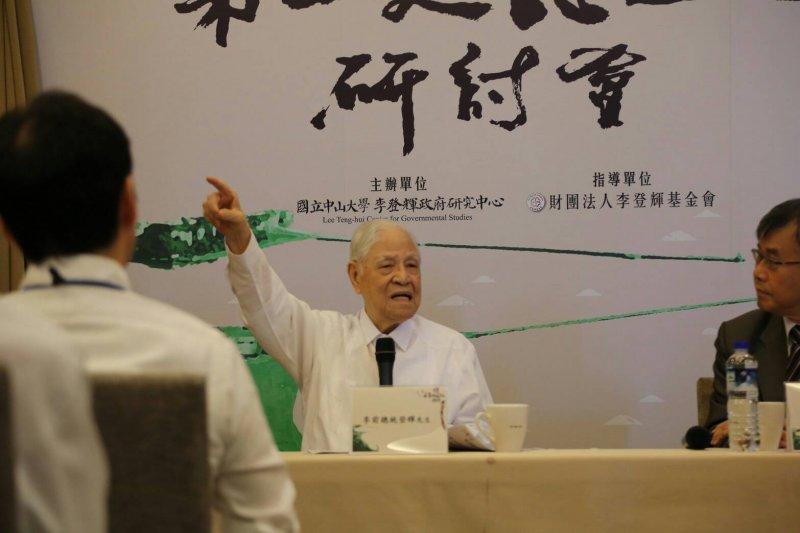 談到對於台南市長賴清德日前說出「親中愛台」的看法。李登輝說,「賴清德你這樣愛中愛台,你要怎麼愛,我嘸知啦。」(李登輝辦公室提供)