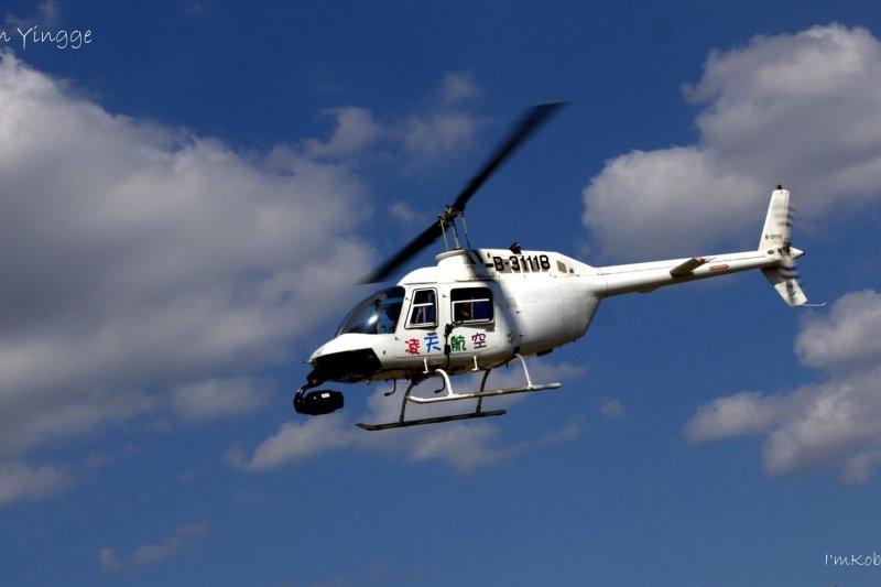 知名導演齊柏林10日乘坐凌天航空直升機,不幸於花蓮墜機罹難,對此飛安會已組7人專案調查小組進行調查。圖為齊柏林所搭乘的凌天航空編號「B-3118」貝爾206B型直升機。(資料照,取自凌天航空臉書)