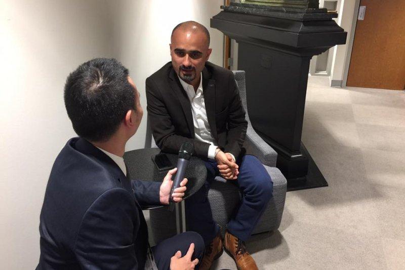 庫德新聞網資深記者歐默爾接受風傳媒記者採訪(簡恒宇攝)