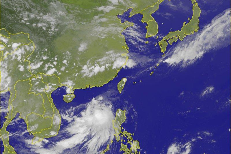 南海海面的熱帶性低氣壓,於11日下午2點增強變成今年第2號颱風「莫柏」(國際命名 Merbok)。(取自中央氣象局)