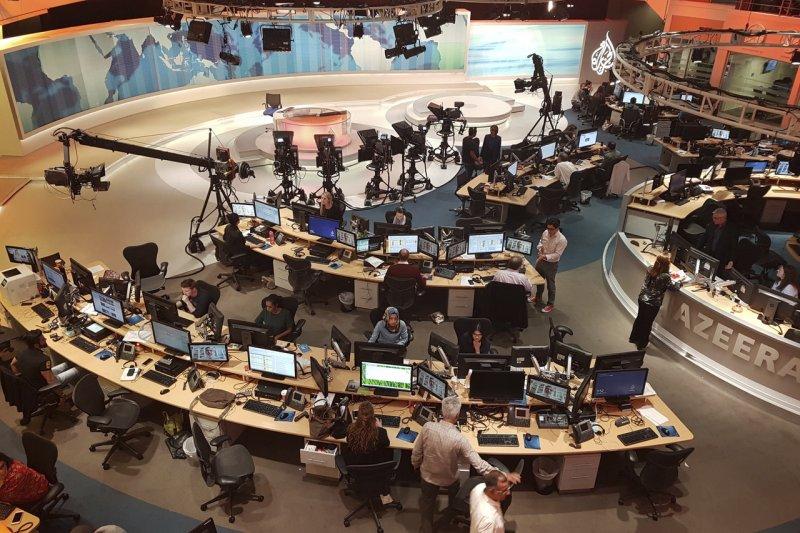 卡達引以為傲的軟實力「半島」(Al Jazeera)衛星電視台,現在卻面臨十字路口,沙國向卡達提出13項要求,通通達成才有復交可能,其中竟包含「關閉半島」。(AP)