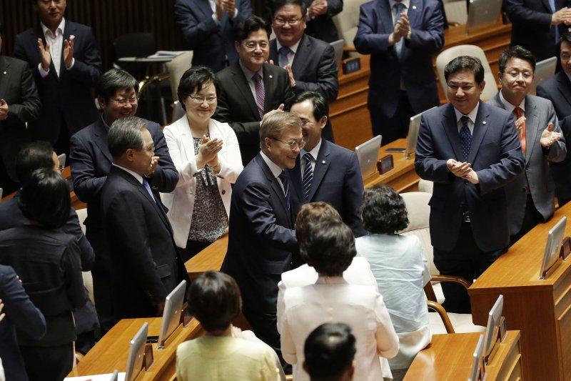 南韓總統文在寅12日下午發表首次國會演說。(AP)