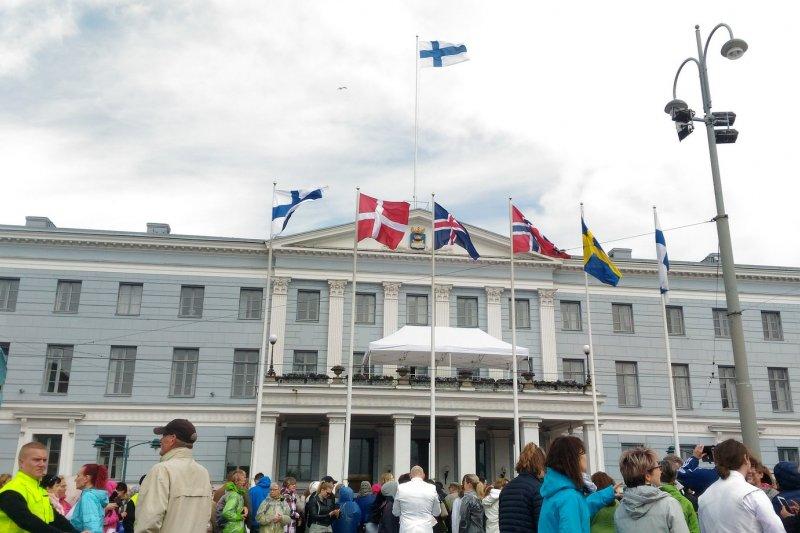 北歐盟邦的皇室夫婦在2017年6月1日蒞訪芬蘭,一起慶賀芬蘭建國一百週年。北歐五國不但具有共同的社會與文化價值觀,而且關係特別友好緊密,芬蘭同婚運動以北歐其他四國均已通過同婚法作為推動的訴求之一。(圖/作者攝|想想論壇提供)