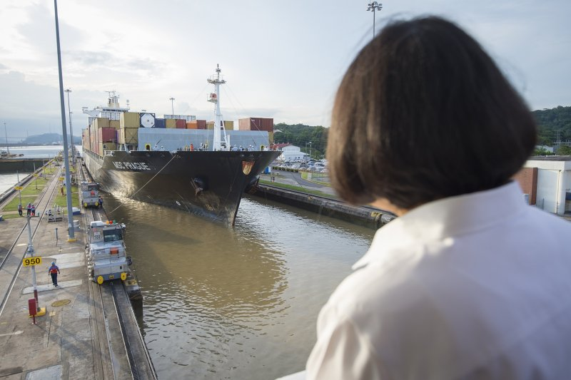 2016年6月25日,蔡英文總統參觀巴拿馬運河觀花水閘(總統府)